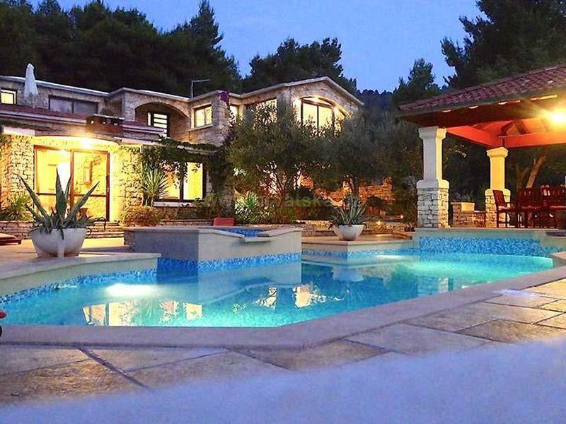 Stonehouse-Villa Poplat
