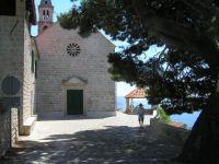 Stín u kláštera
