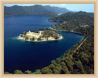 Ostrov Mljet - Benediktinský klášter na ostrůvku ve Velkém jezeru