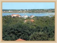 Zaton - pohled na pláž v Prázdninové osadě