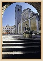 Motovun - farní kostel sv. Štefana a zvonice